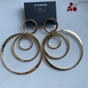 NWT Hoop Earings Gold 💛